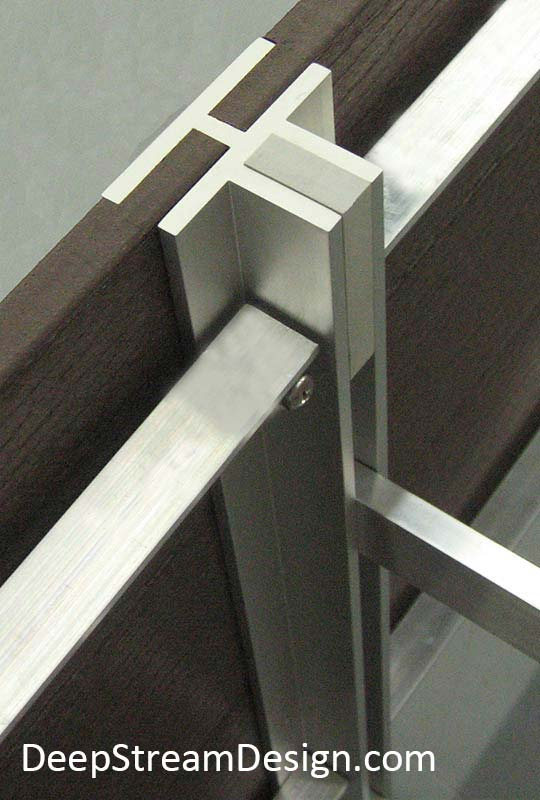 Studio photo showing how DeepStream's trademark T leg allows the construction of multi-section restaurant planters.